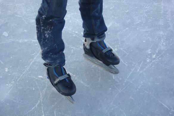 ice-skating-705185_1280